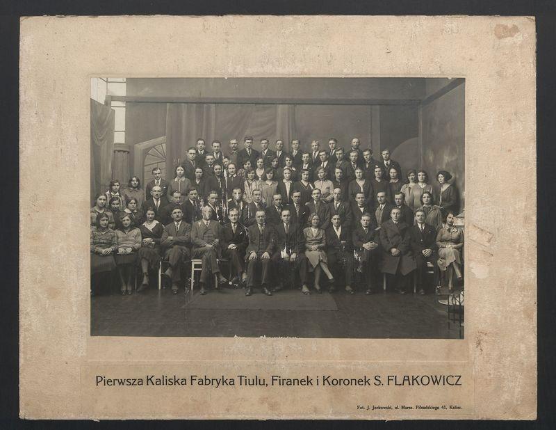 Pracownicy Pierwszej Kaliskiej Fabryki Tiulu, Firanek i Koronek S. Flakowicz