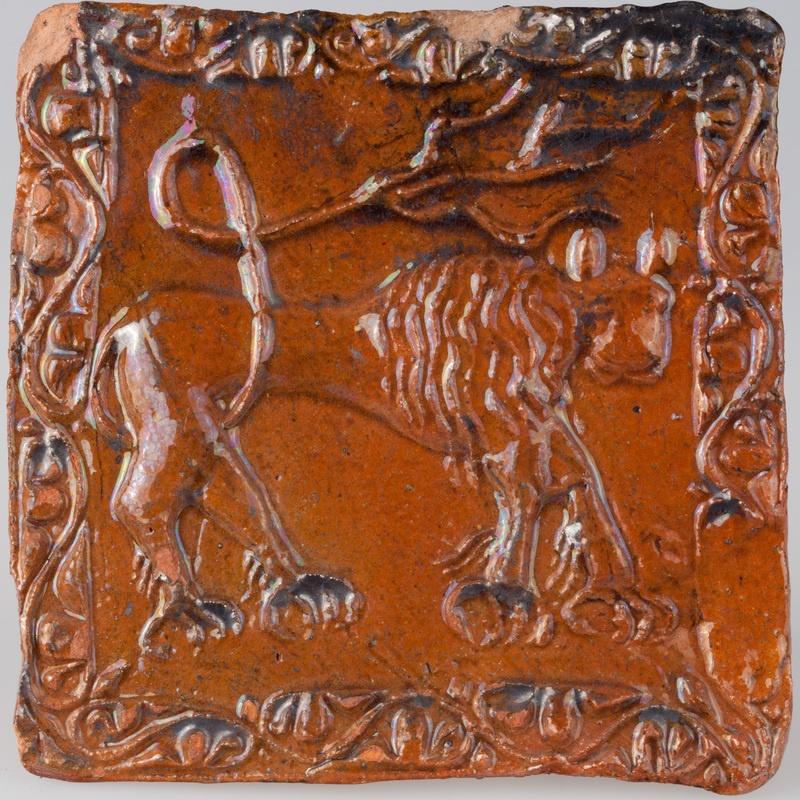 Kafel z wyobrażeniem lwa otoczonego bordiurą