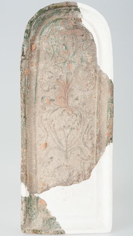 Kafel z ornamentem roślinnym