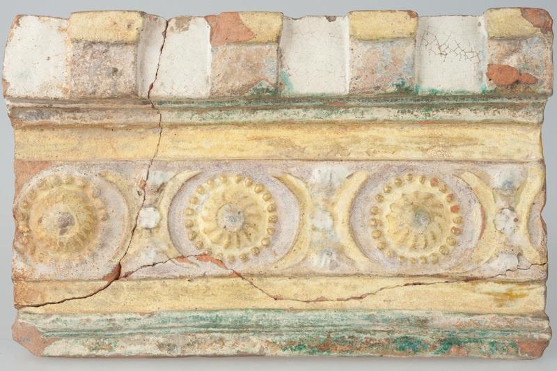 Kafel z ornamentem cekinowo-perłowym