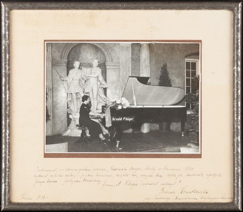 Zdjęcie fortepianu Arnolda Fibigera na Festiwalu Muzyki Polskiej w Poznaniu