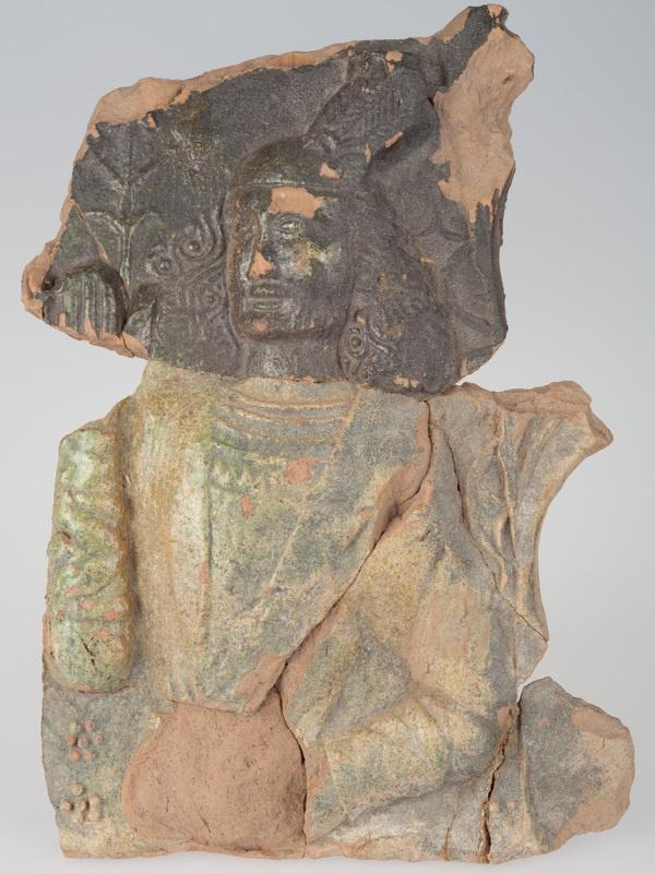 Kafel z postacią młodzieńca w męskim stroju renesansowym