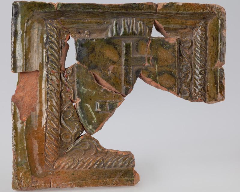 Kafel z herbem i ornamentem