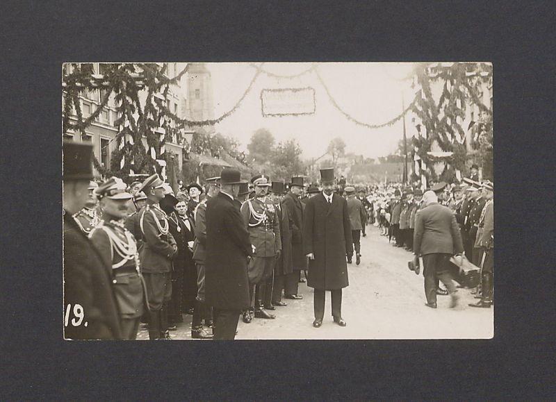 Uroczystości odsłonięcia pomnika Bolesława Chrobrego.