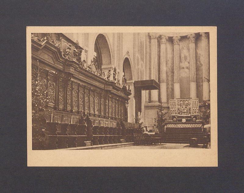 Barokowe stalle chóru kanonicznego wykonane przez toruńskiego mistrza Kinasta.