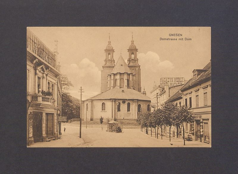 Ul. Tumska i widok na katedrę.