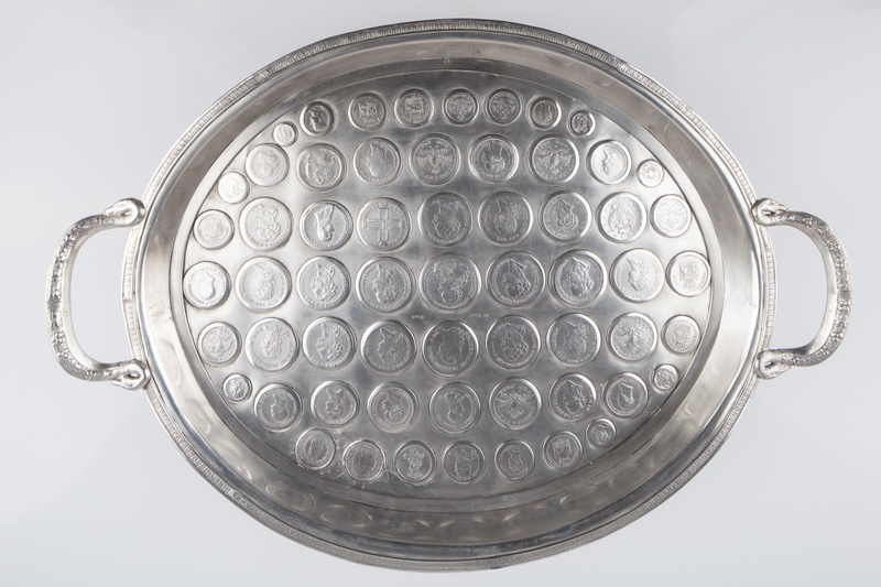 Taca inkrustowana numizmatami