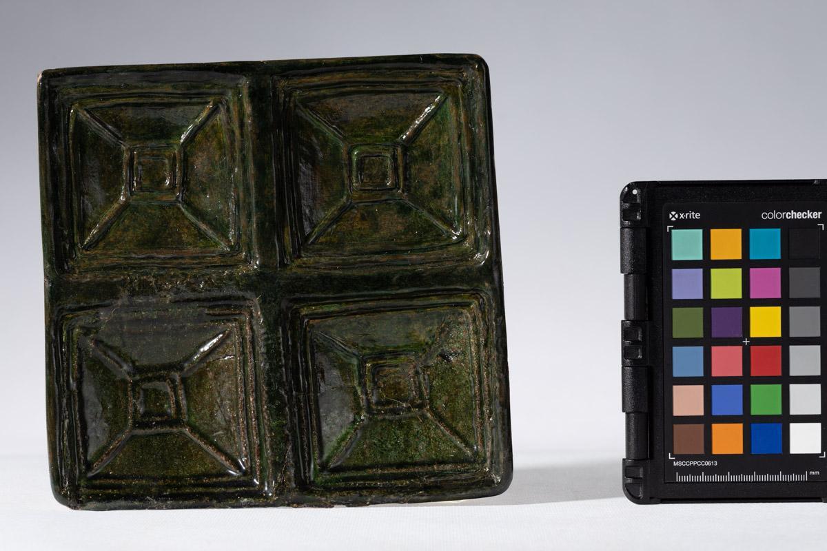 Kafel z motywem czterech kasetonów